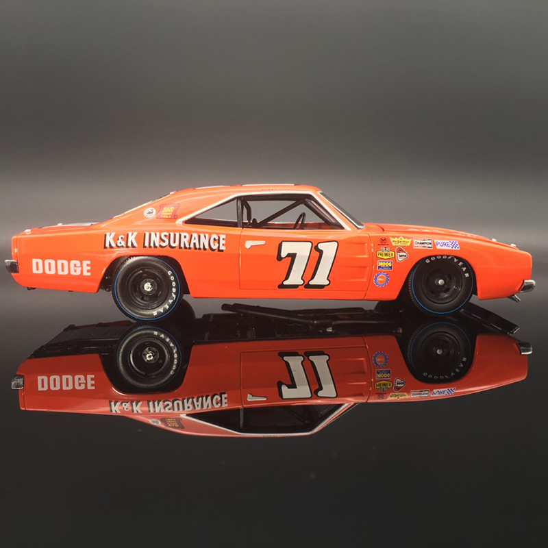 Bobby Isaac #71 –1969 Dodge Charger 1/24 UOR Diecast Car.